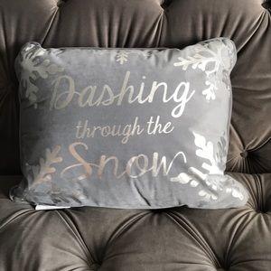 NWT Dashing through the Snow Pillow